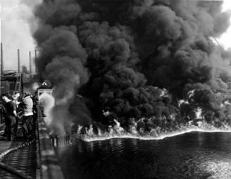400x310xCuyahoga_River_Fire_Nov._3,P2C_1952.jpg.pagespeed.ic.lMdyaBwmxi